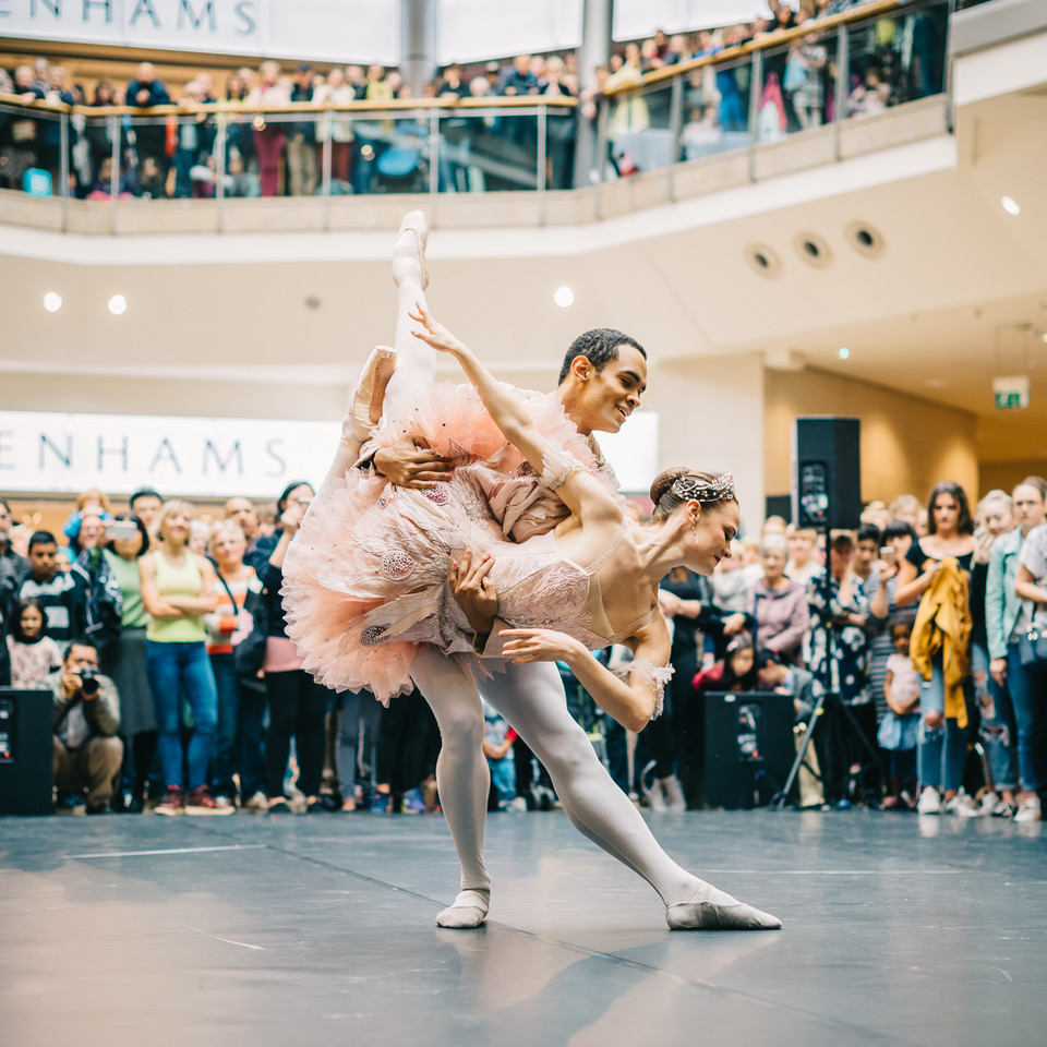 2019-06/birmingham-weekender-2017-ballet-in-the-bullring-photo-by-hanny-foxhall